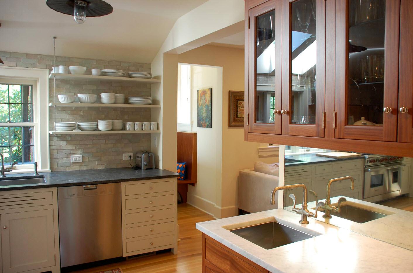 Открытые полки как честь кухонного ансамбля