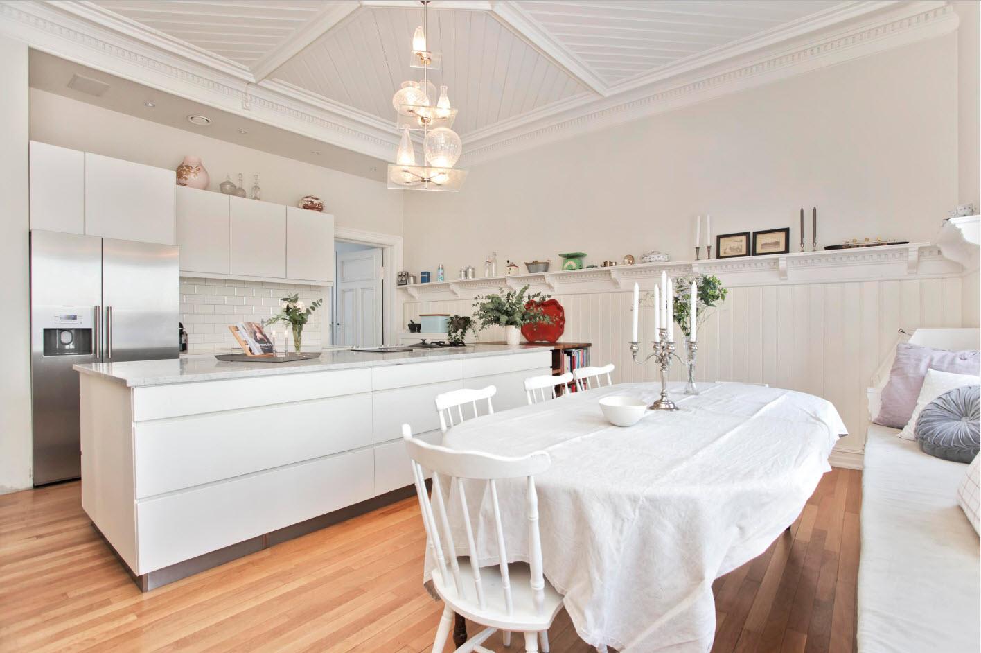 Кухня-столовая в белых тонах