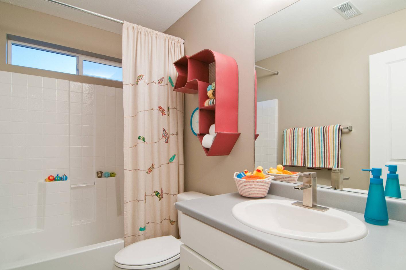 Яркие детали для детской ванной