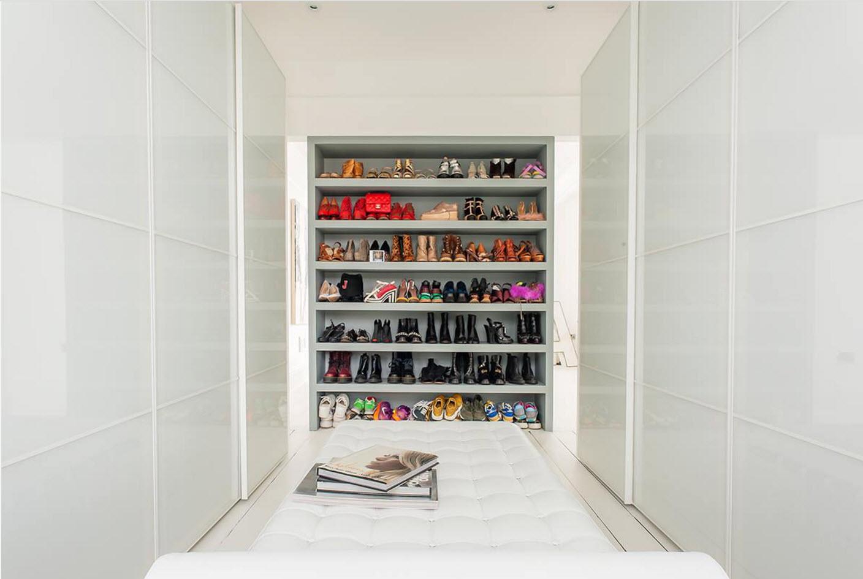 В белоснежной гардеробной