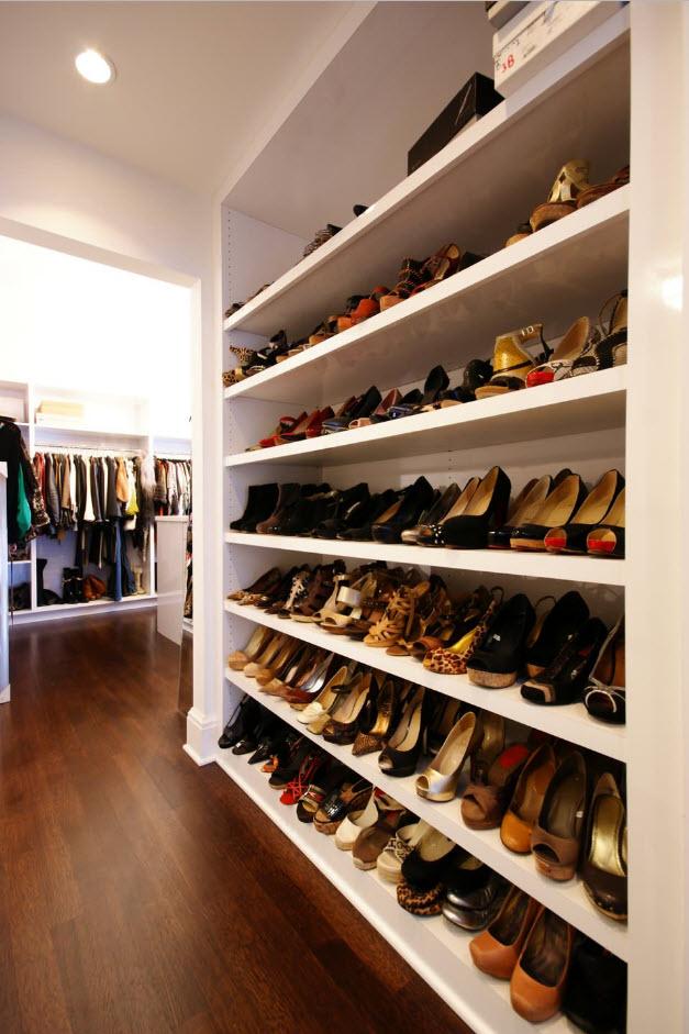 Вместительные обувные полки