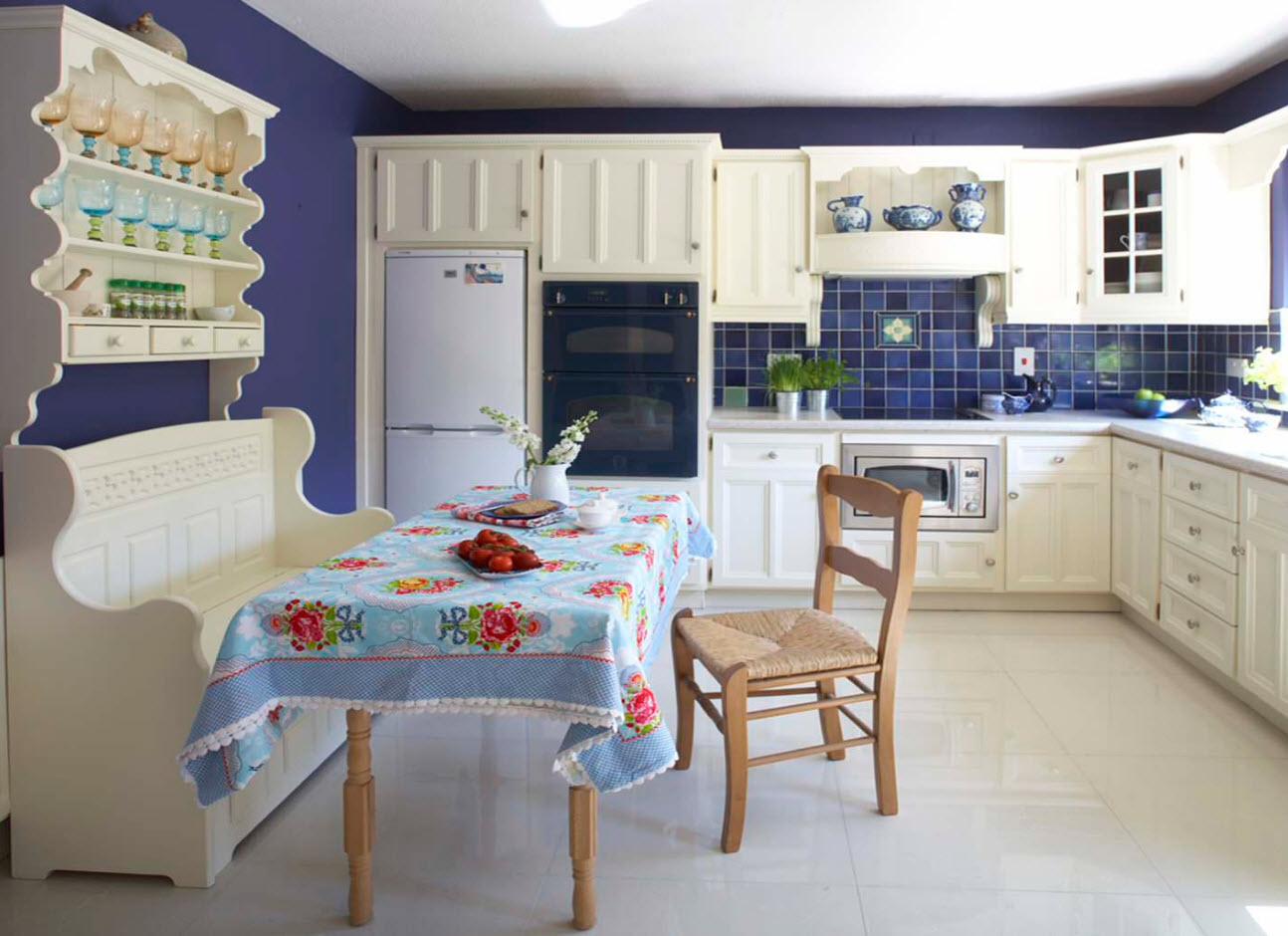 Скатерть для кухни в бело-синих тонах