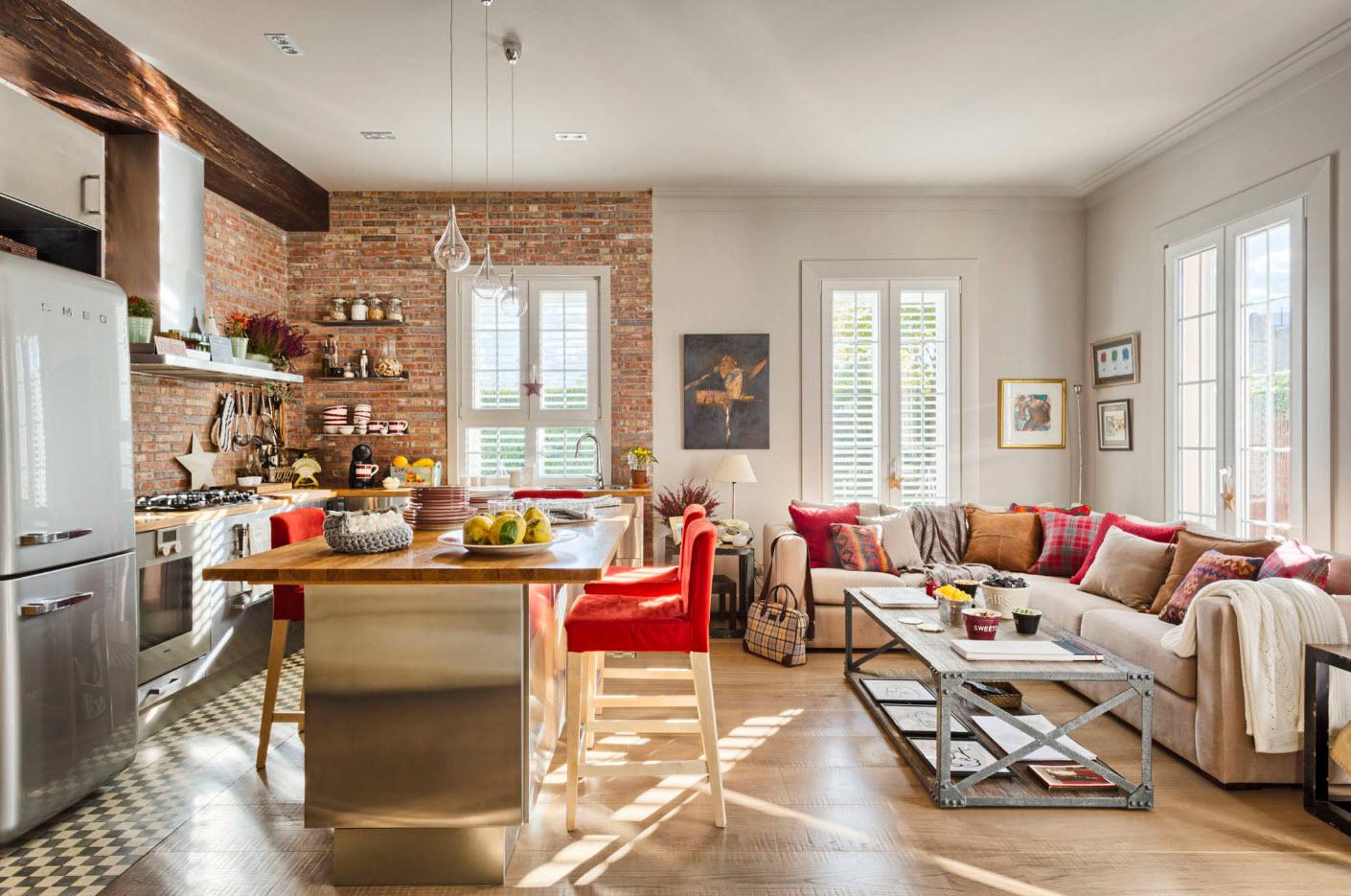 Угловой диван в кухне-столовой-гостиной