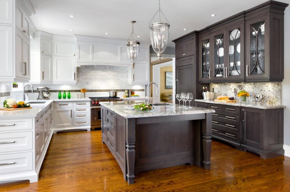 Кухня с бело-серыми фасадами
