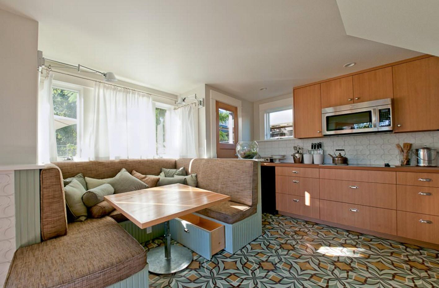 П-образный диван в кухне