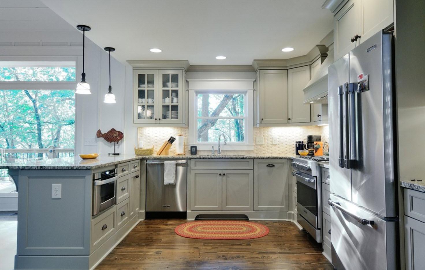 Серая кухня с П-образной планировкой