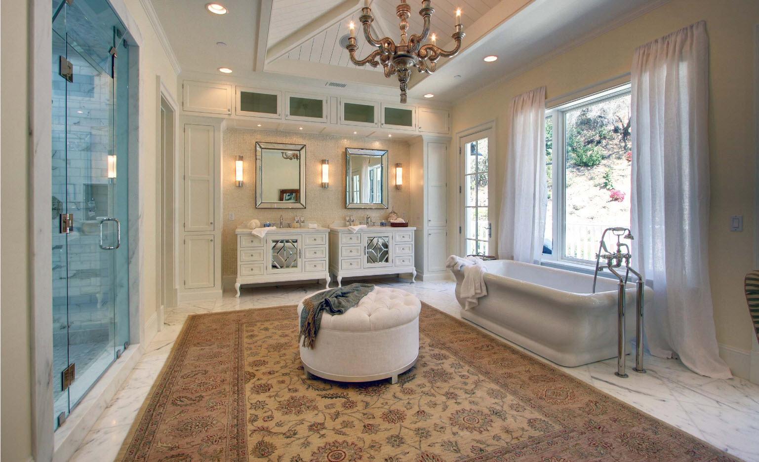 Большой ковер для просторной ванной
