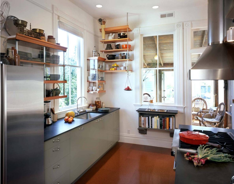 Разномастные кухонные полки
