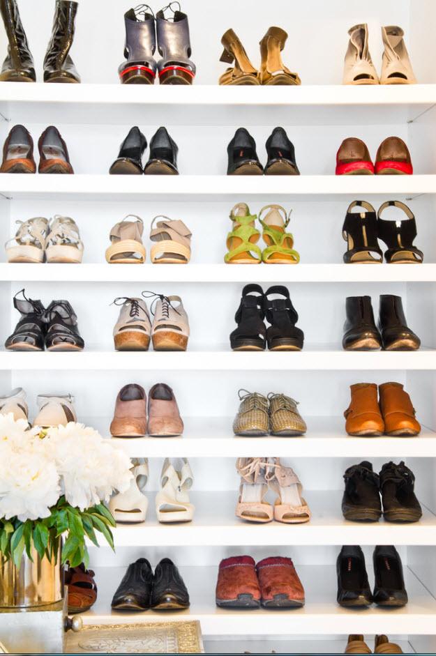 Белоснежный фон для яркой обуви