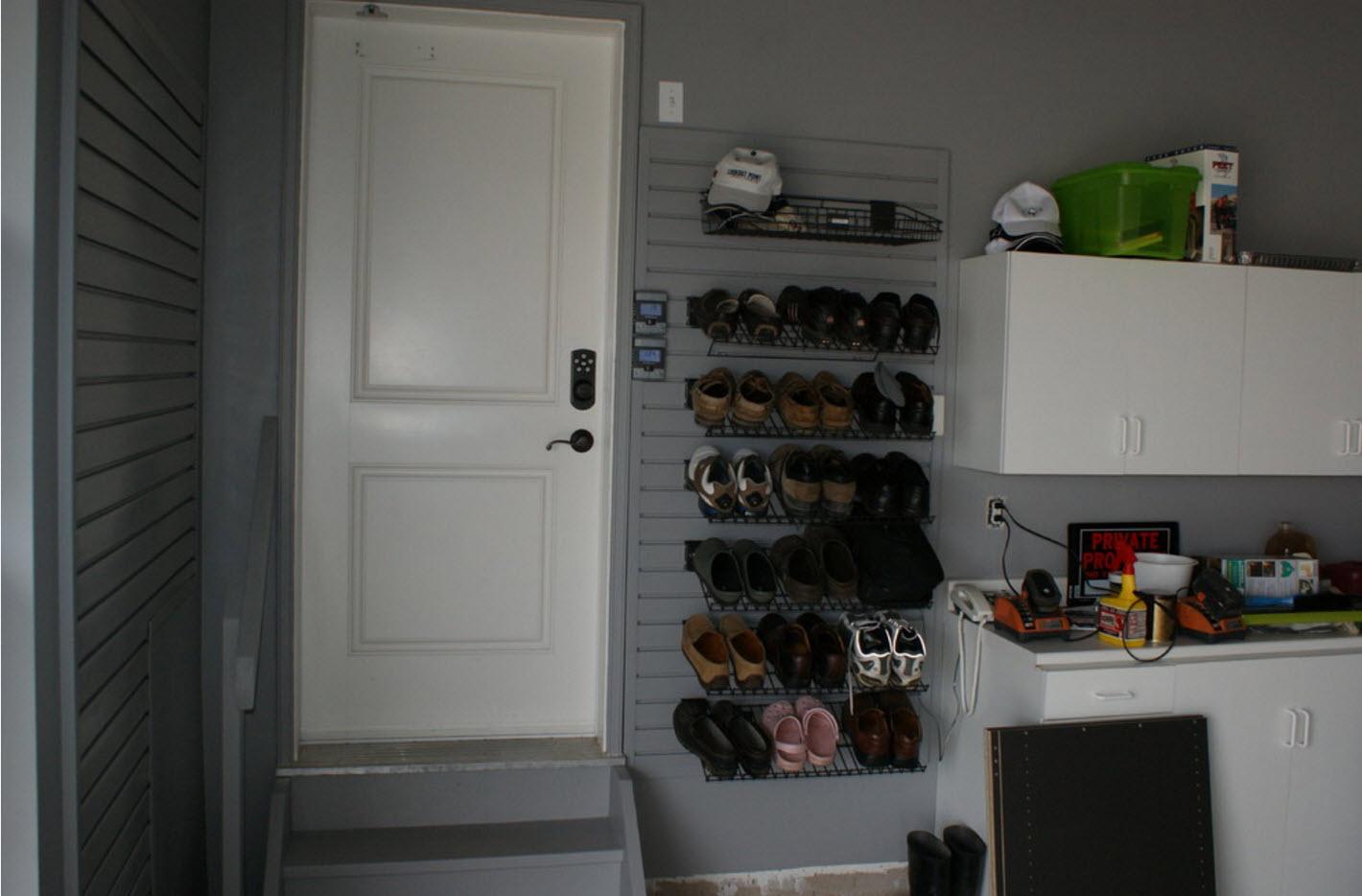 Необычный стенд для обуви