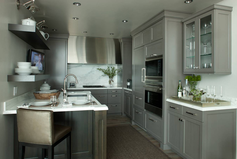 Серый цвет для небольшой кухни