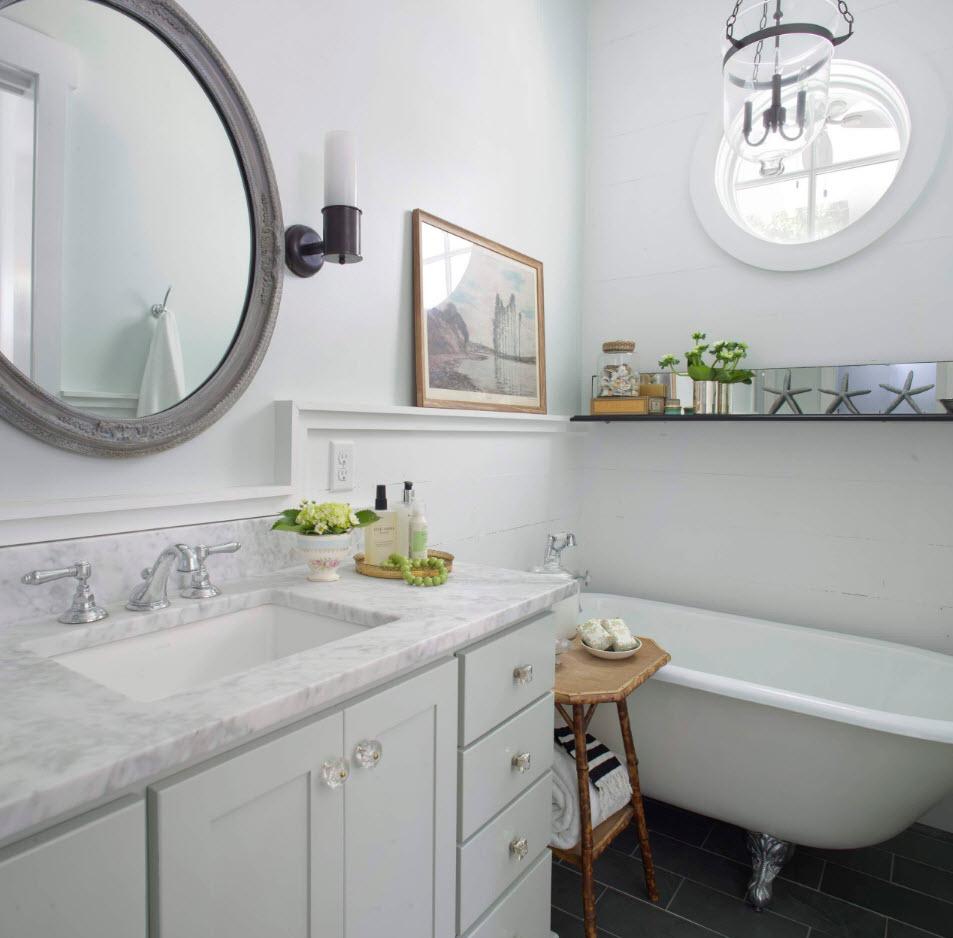 Декор для ванной скромных размеров