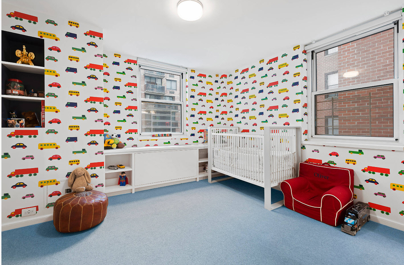 Пестрые обои для детской комнаты