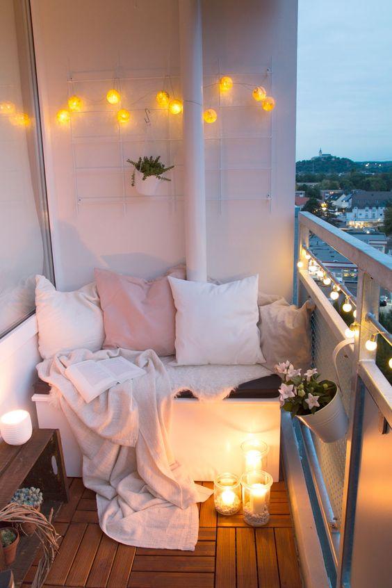 На открытом балконе