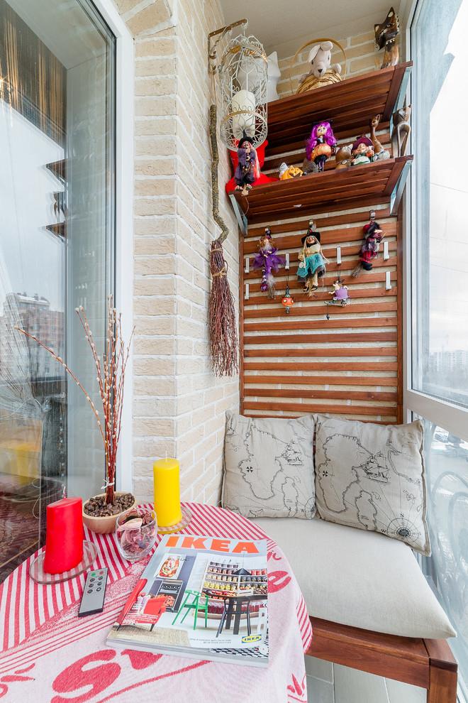 Плавные формы для узкого балкона