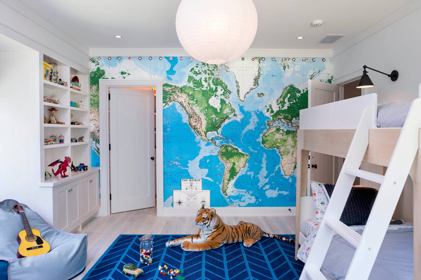 Карта мира в качестве акцента
