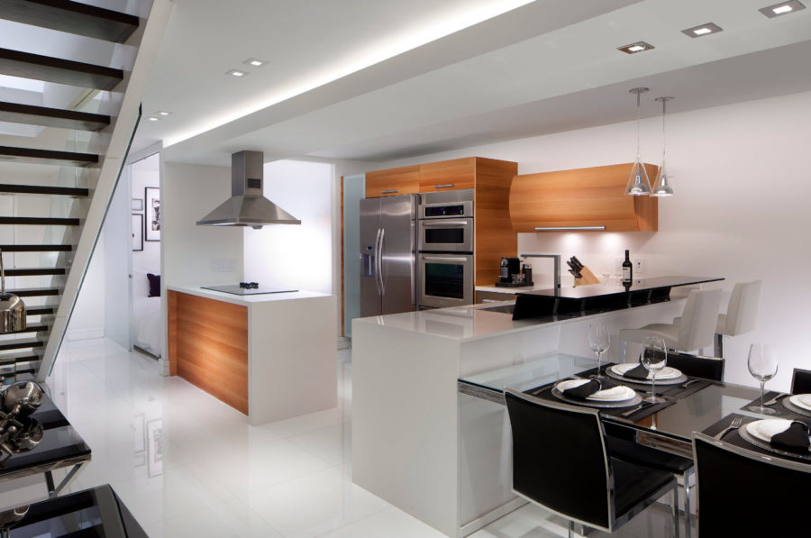 Дизайн кухни неправильной формы в современном стиле