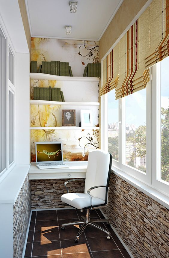Удобный кабинет на балконе