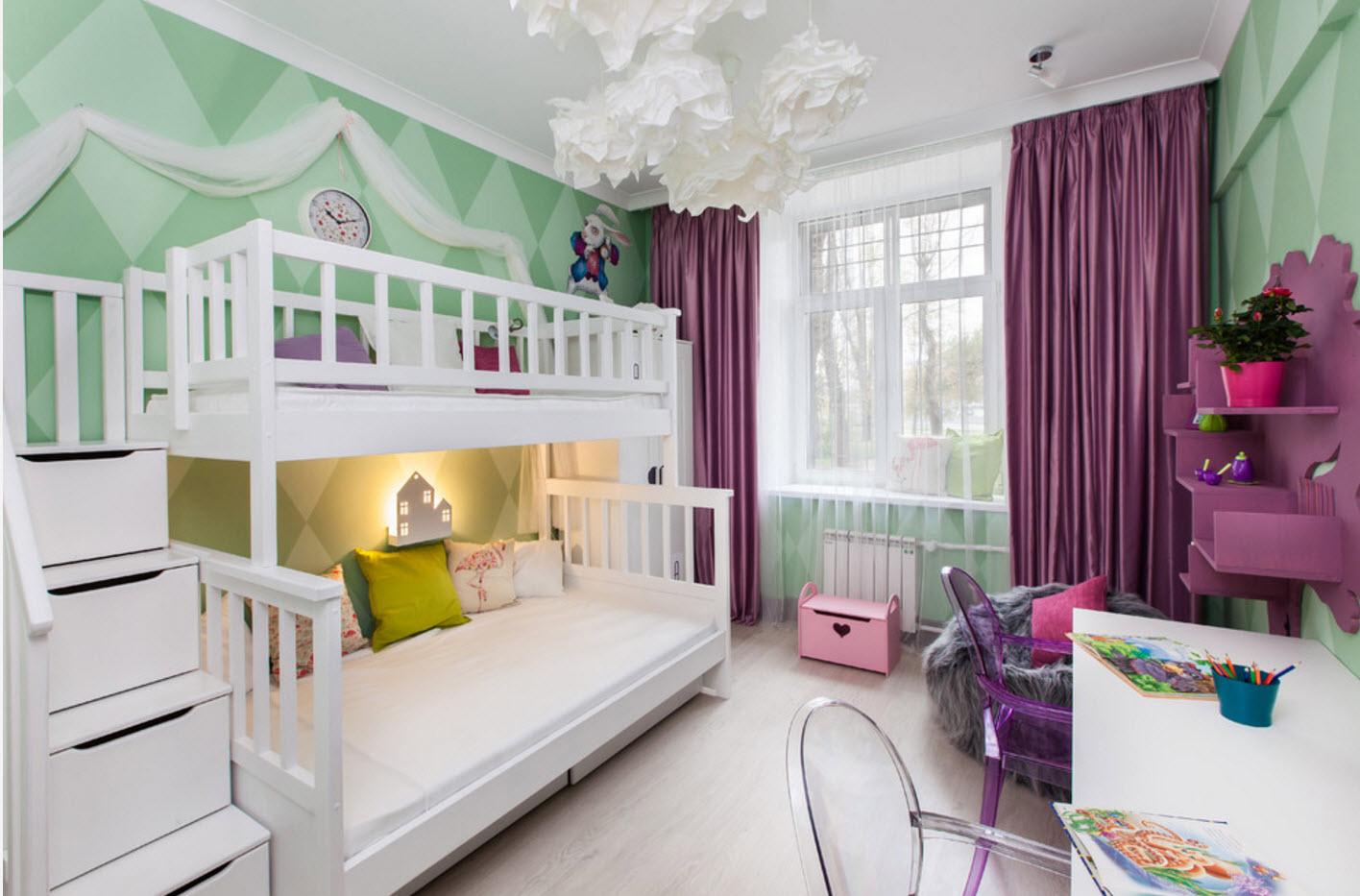 Белоснежная двухъярусная кровать