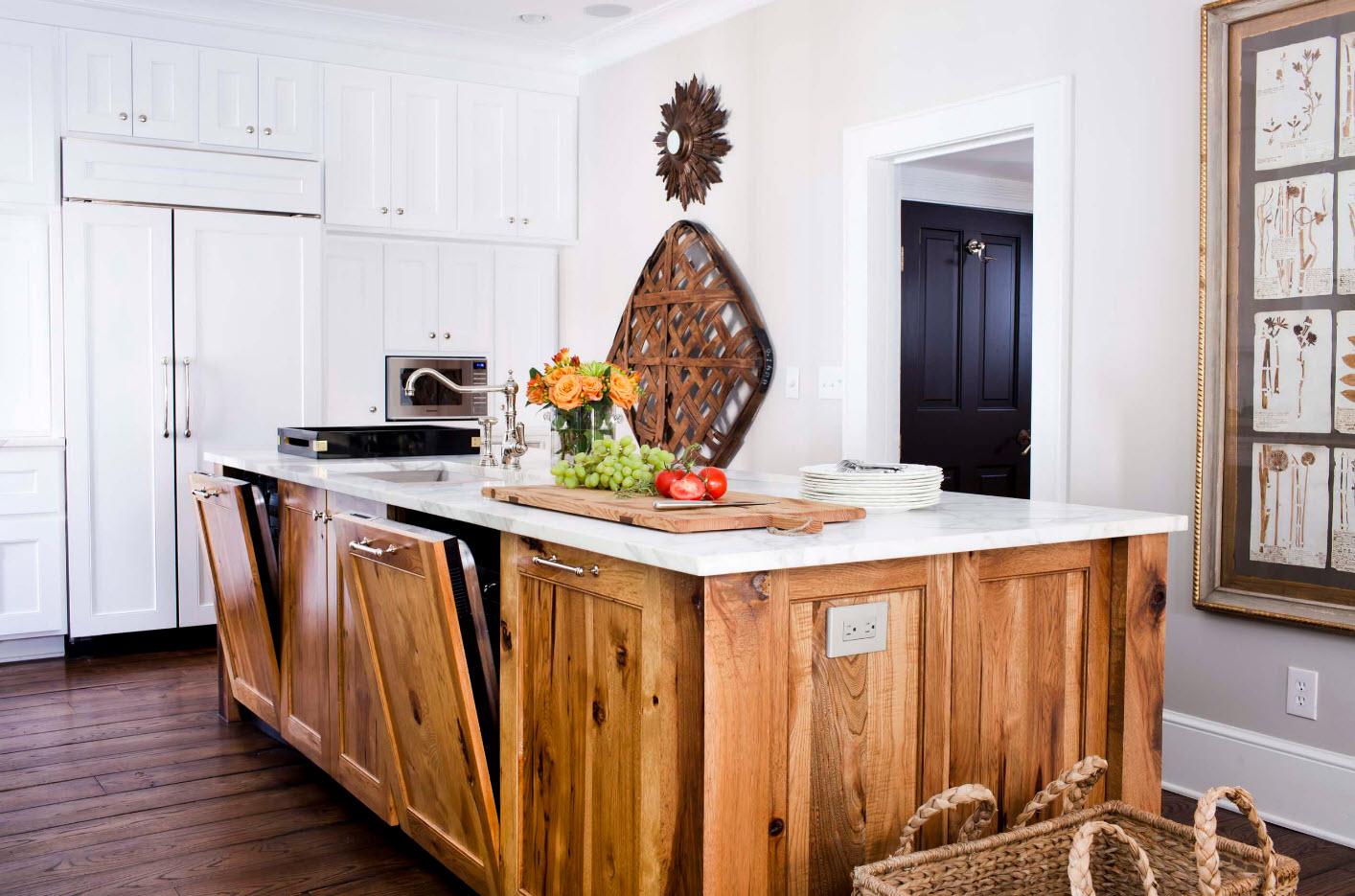 Колоритное внедрение деревянных поверхностей в белую кухню