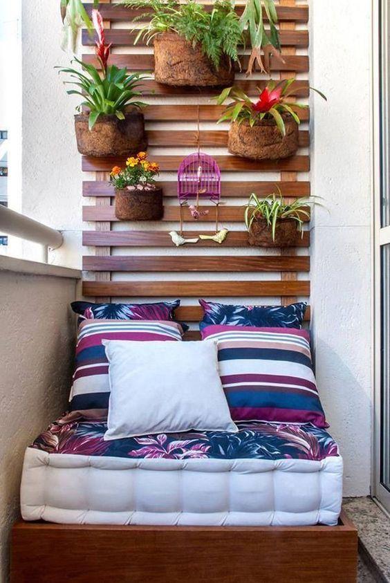 На маленьком балконе
