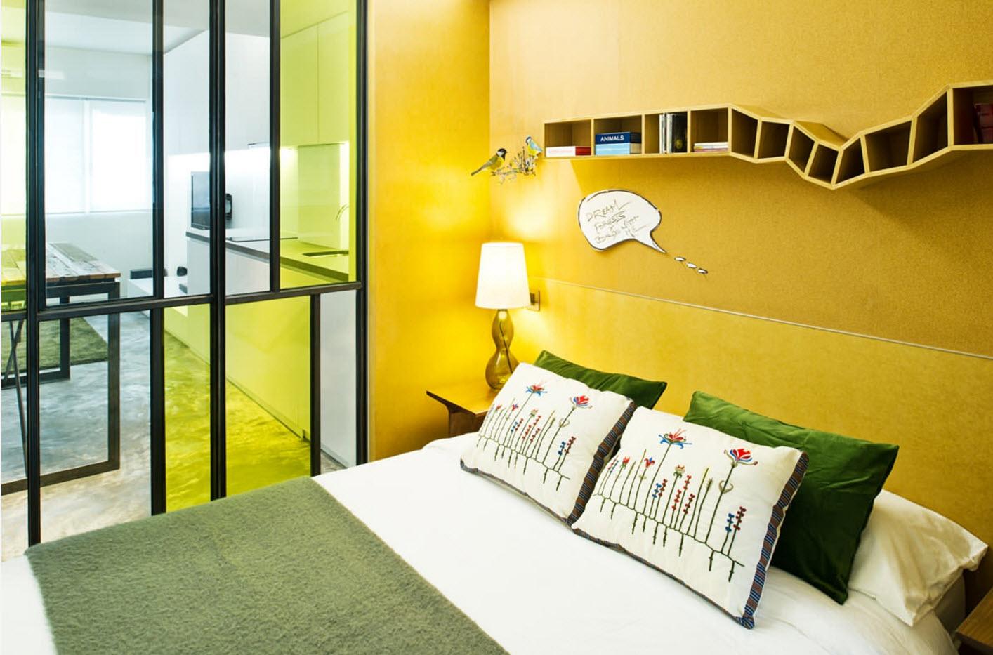 Спальня за стеклянной перегородкой