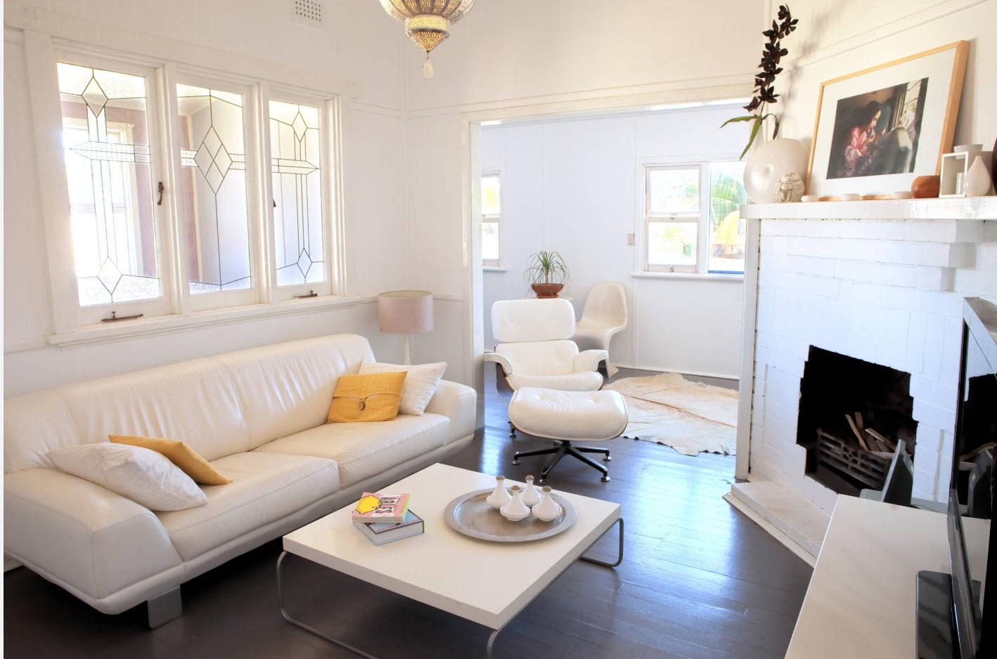 Светлый интерьер маленькой гостиной
