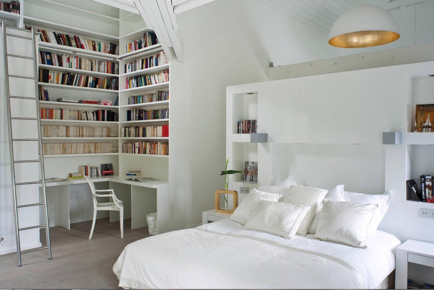 Кабинет и библиотека в спальне