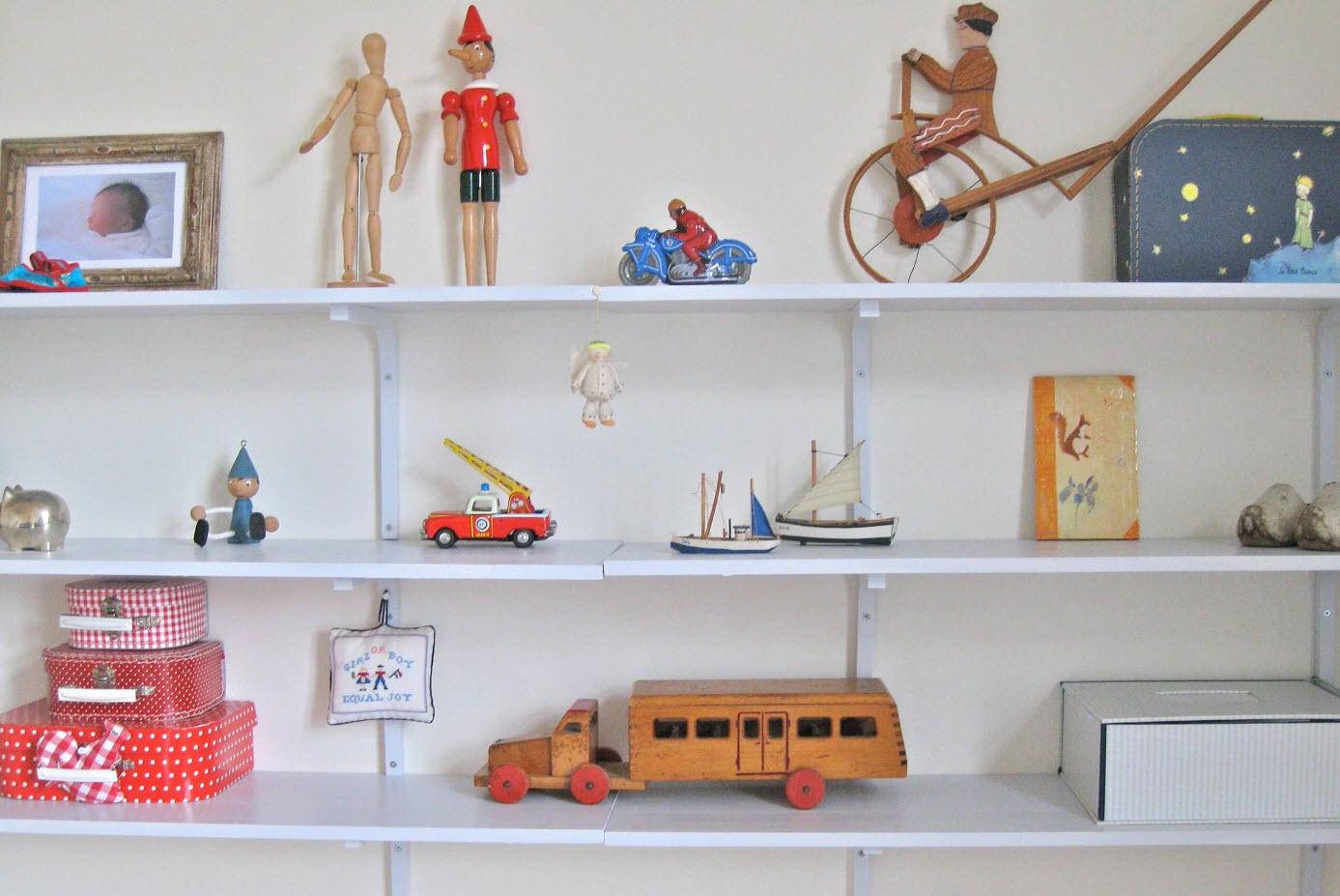 Открытые полки для игрушек