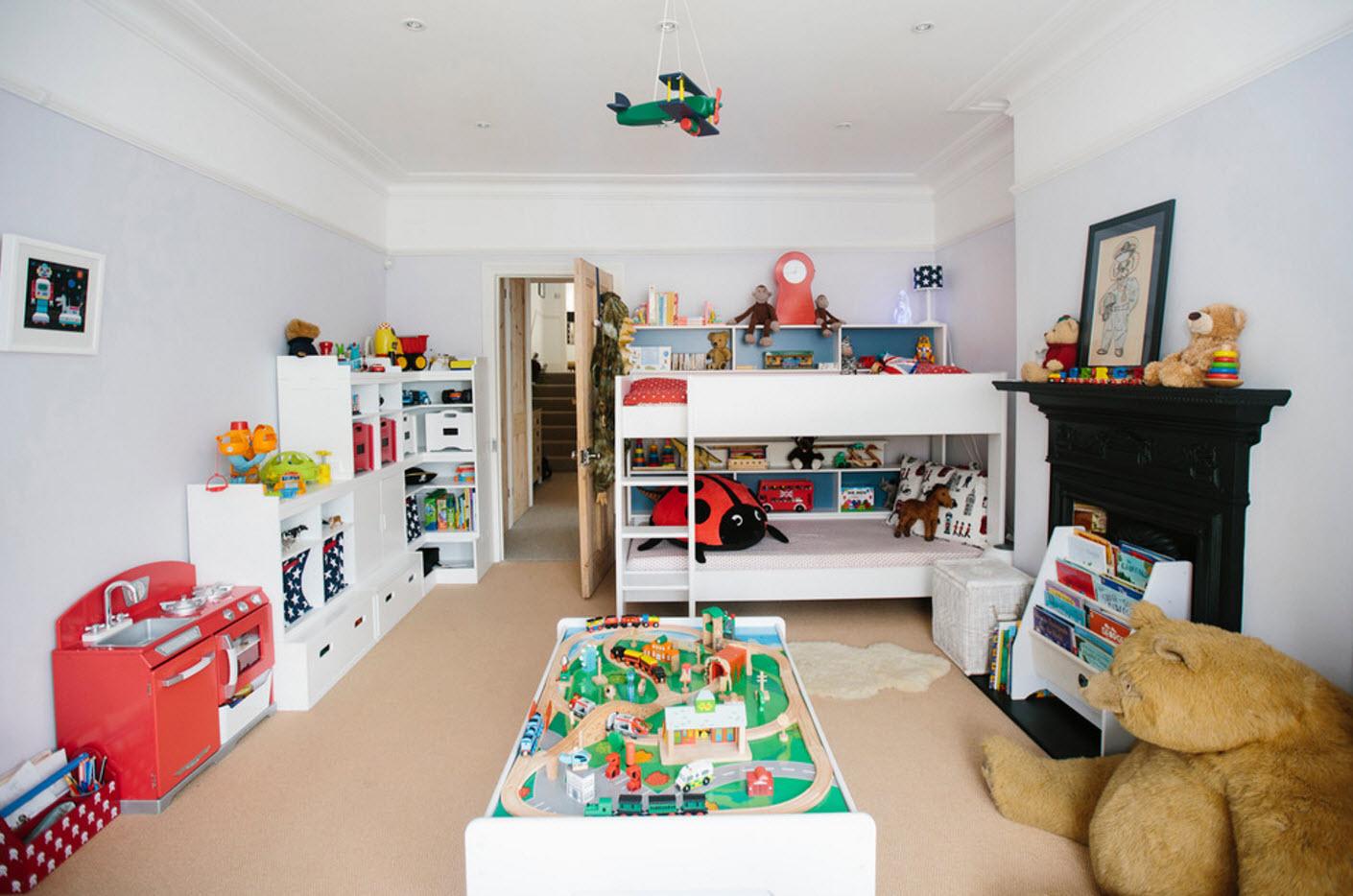 В просторной комнате для двоих детей