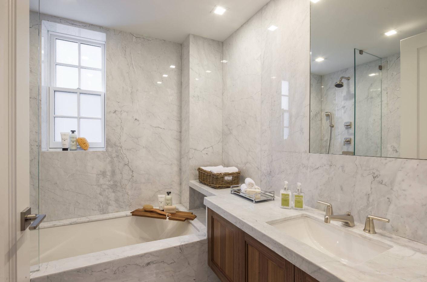 Мраморная плитка в дизайне ванной