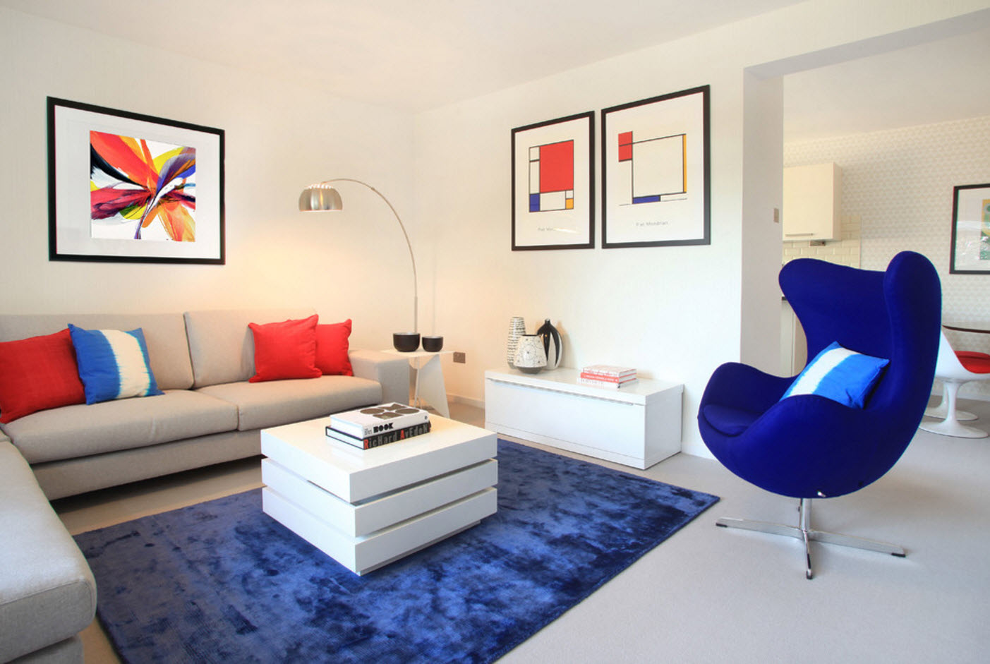 Яркий текстиль для гостиной
