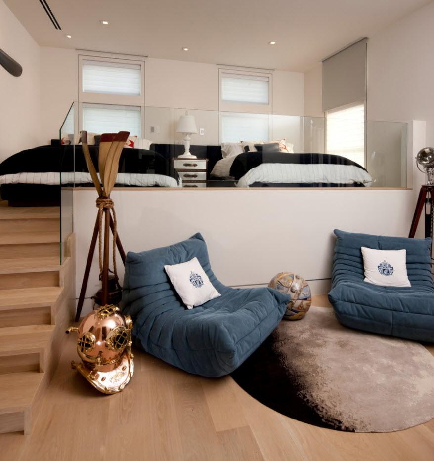 Кресла-мешки в спальне с подиумом