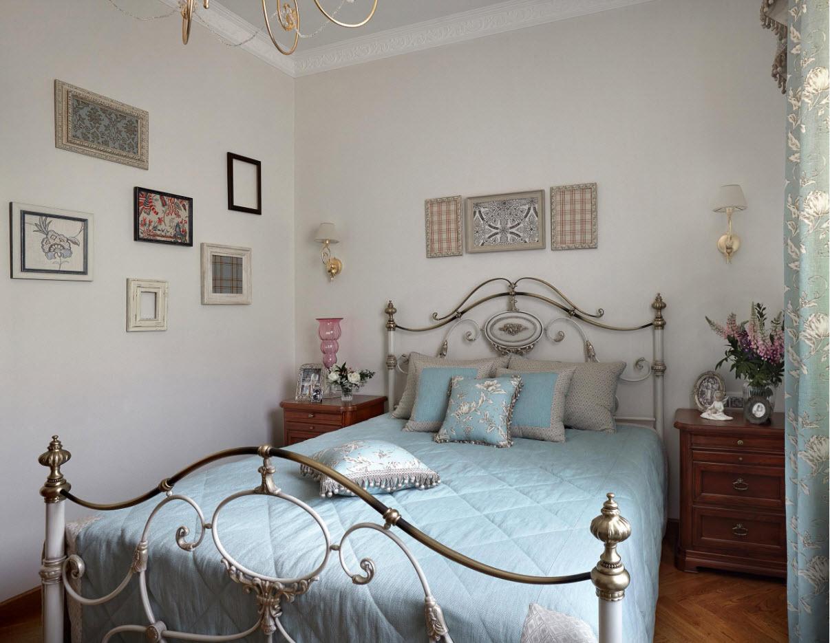 Кровать с кованым декором