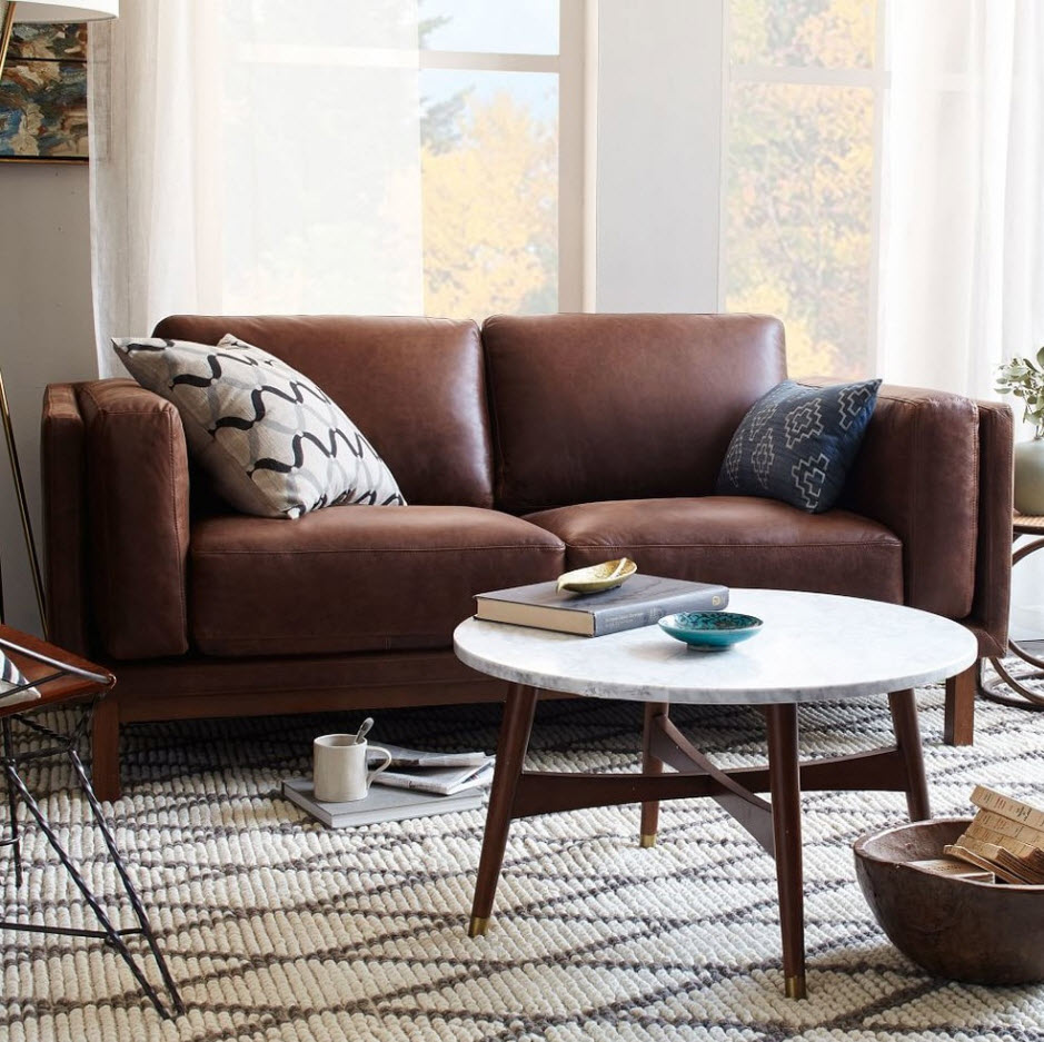 Компактный кожаный диван