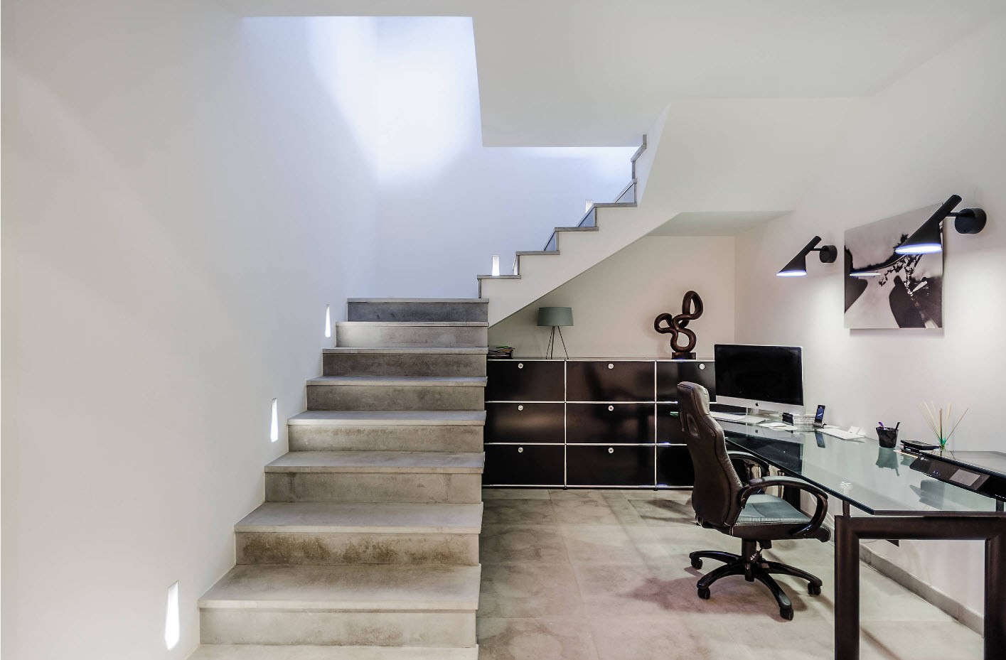 Офис под лестницей