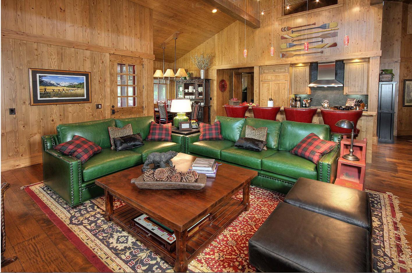 Яркая пара диванов