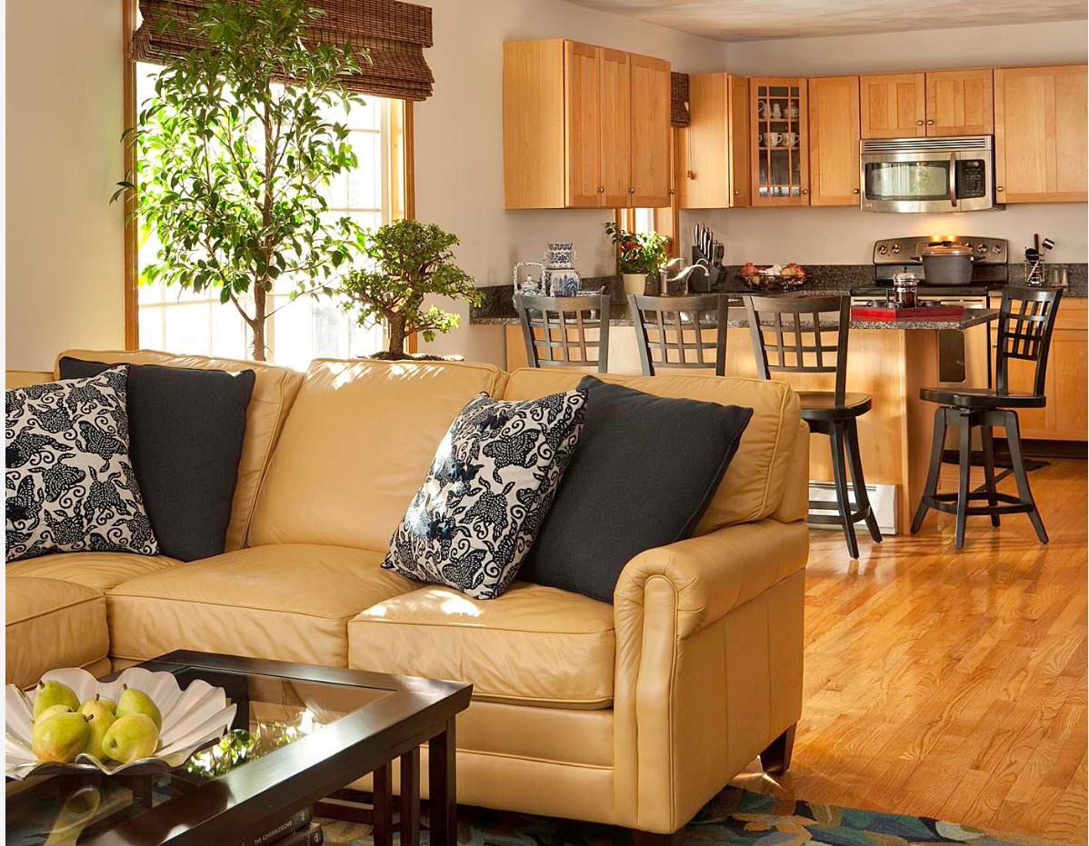 Угловой диван с секциями