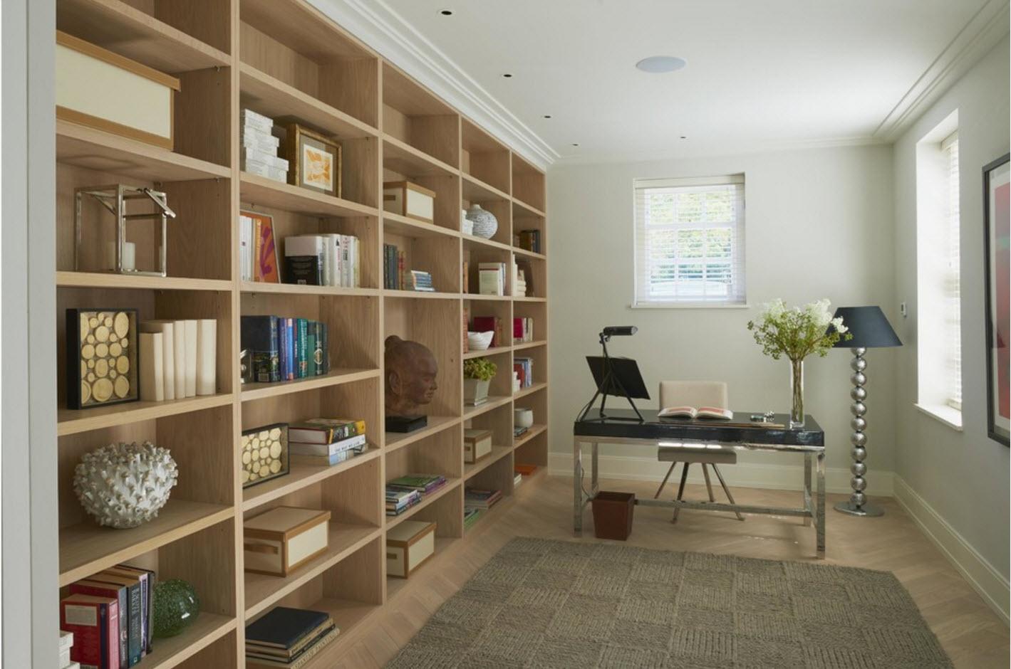 Кабинет с книжным стеллажом