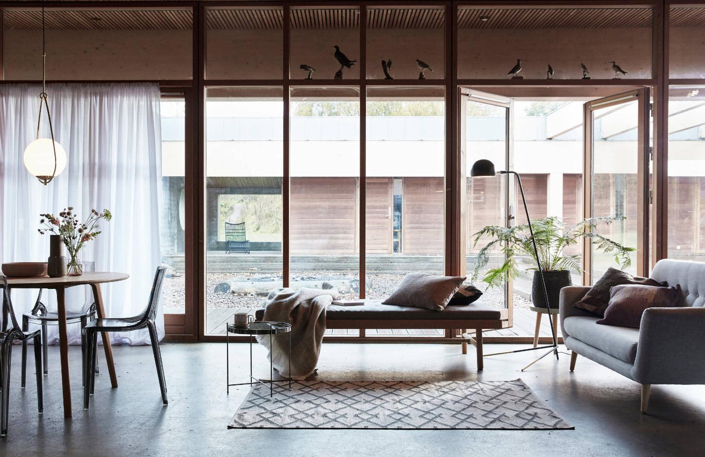 Частный дом со стеклянными стенами