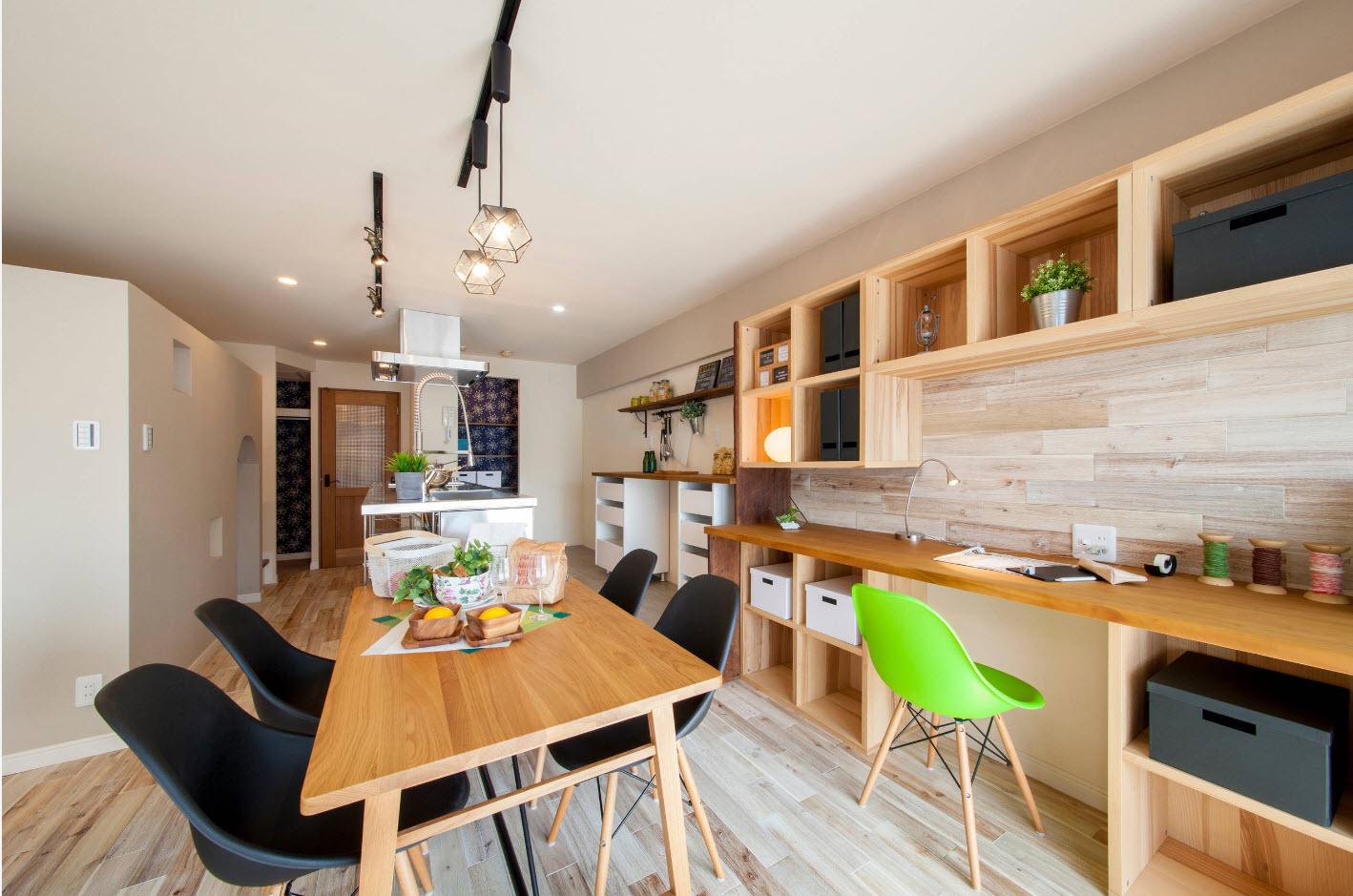 Кабинет в кухне-столовой