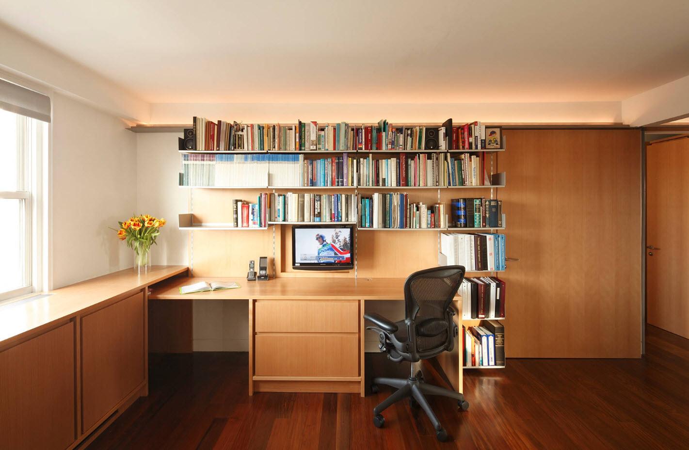 Домашний офис в гостиной