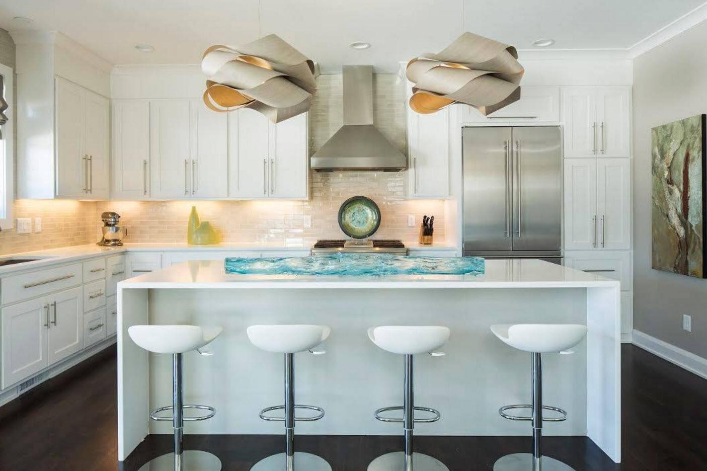 Светлые поверхности в кухне