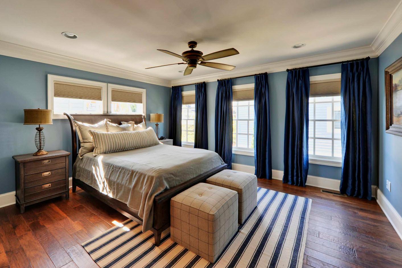 Темно-синие шторы для современного дизайна