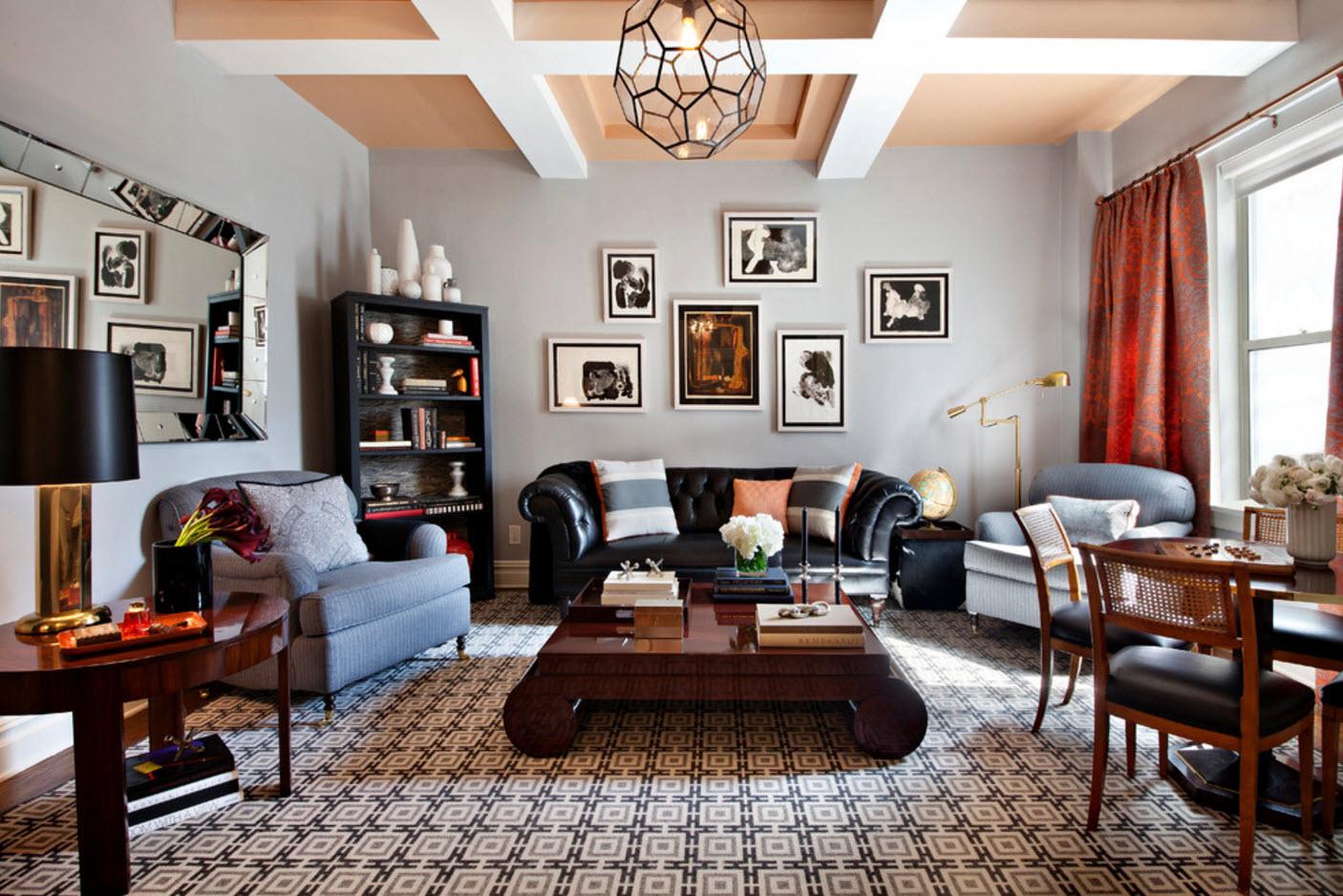 Черный кожаный диван