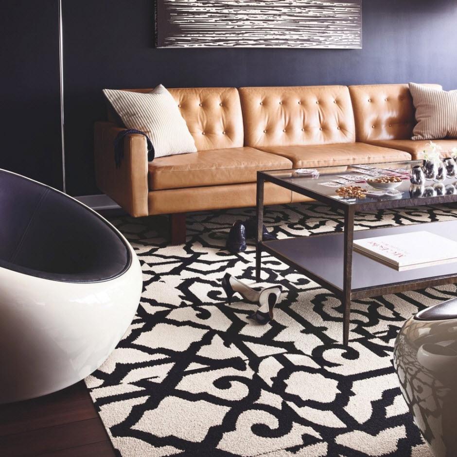 Колоритный диван на темном фоне