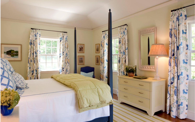 Пестрые шторы в спальню