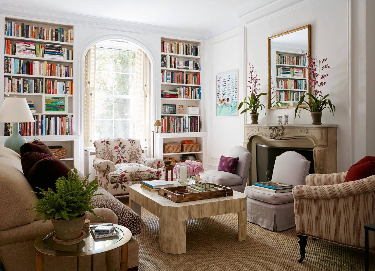 Книжные полки вокруг окна