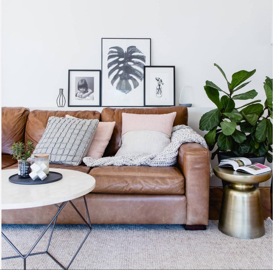Кожаный диван в современном интерьере