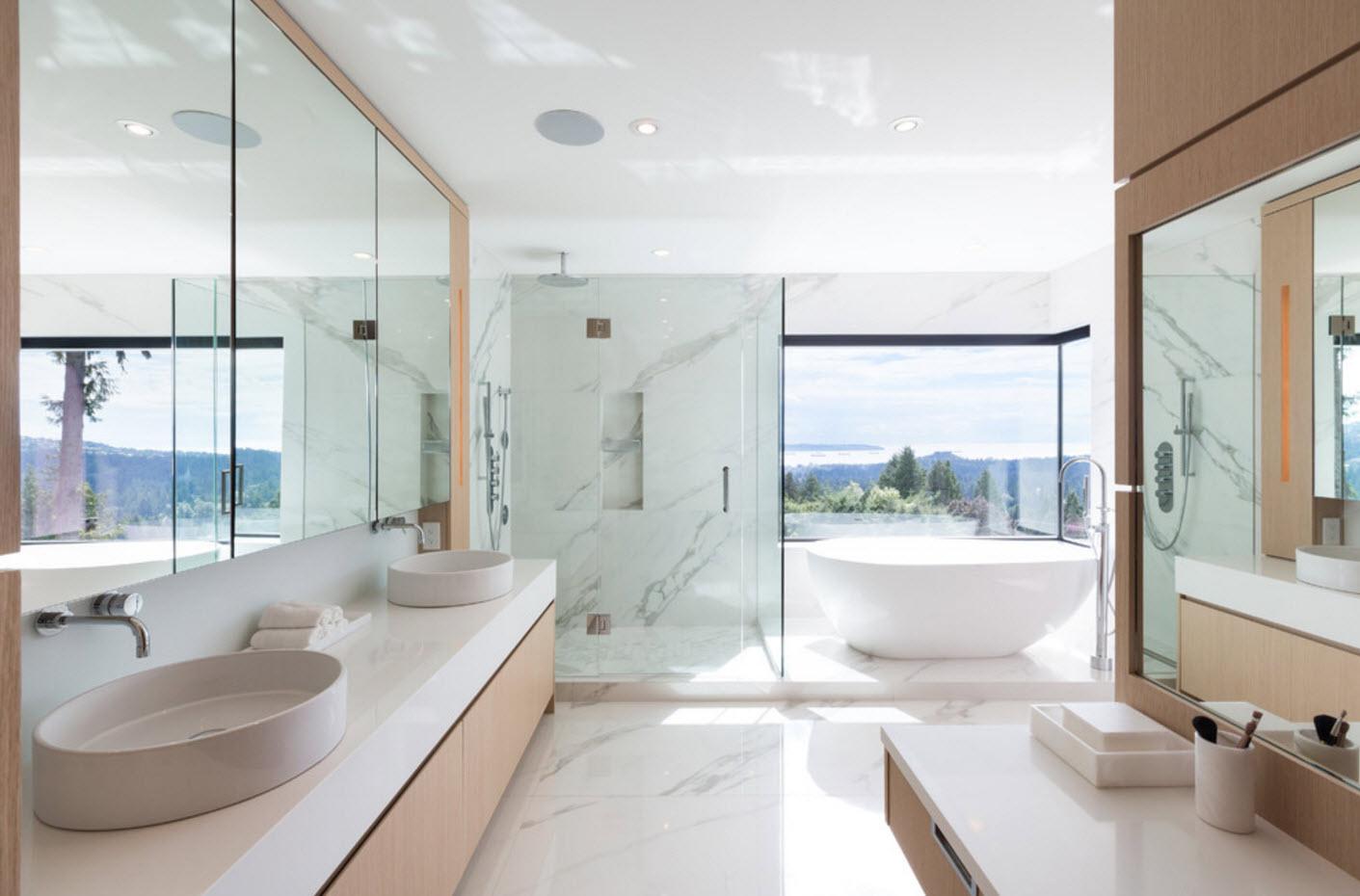 В светлой и просторной ванной